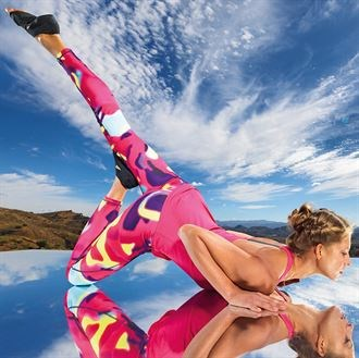 Womens performance Aurora leggings support your stride with a tight, streamlined fit that stays in place and a smooth feel made for miles. SLT branded