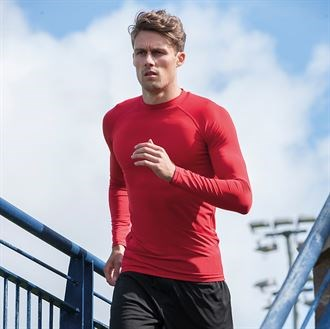 Lightweight fabric crafted to allow natural movement and allow you to keep warm during those cold workout morning sessions, branded slt.